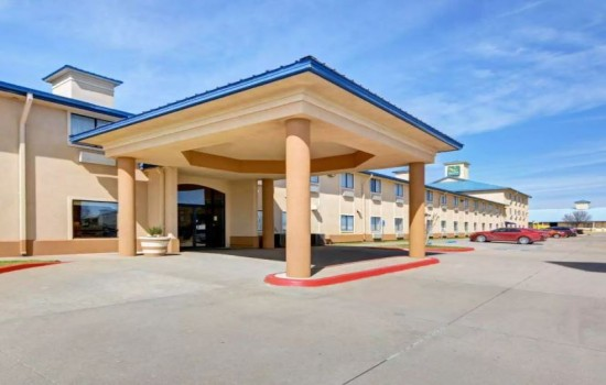 Welcome To Quality Inn Wichita Falls - Exterior View Of The Front Entrance